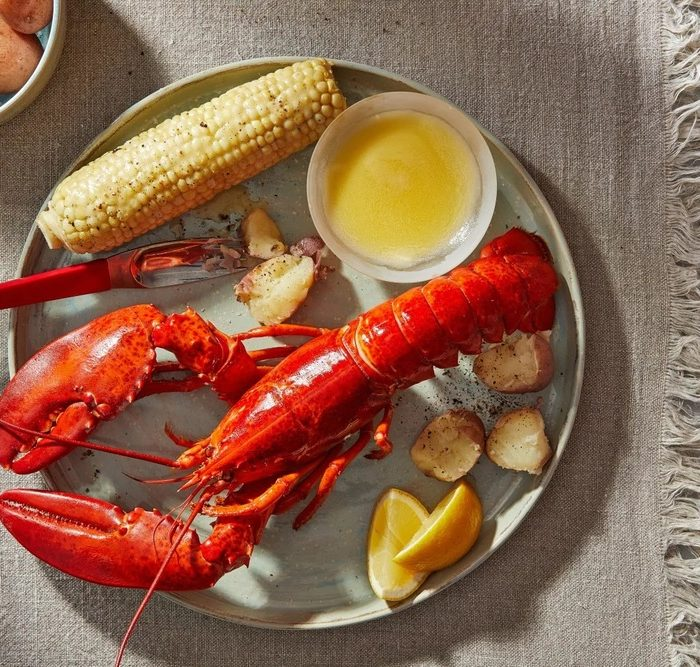 What Does Lobster Taste Like? Juicy, Meaty, & Utterly Sweet and Delicious!